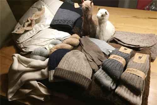 Erste Produkte aus eigener Wolle